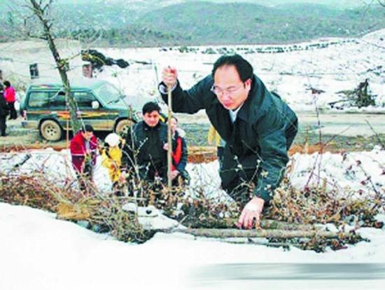 今年47岁的龙志华,原籍广西北海市铁山港区南康镇社内村人.