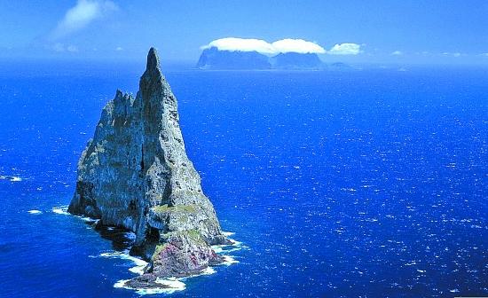 """""""海上金字塔"""",位于澳大利亚新南威尔士州的豪勋爵岛,是目前世界上"""
