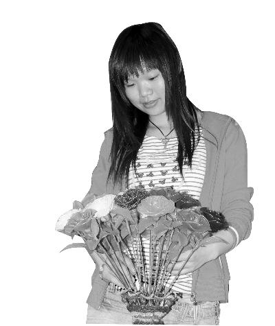 小学四年级的时候她就经常会尝试给自己的布娃娃缝制款式多样的服饰.