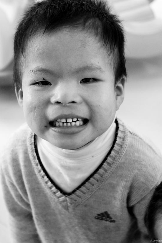 外国宝宝笑脸头像黑白