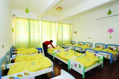 幼儿园睡房环境布置海洋风