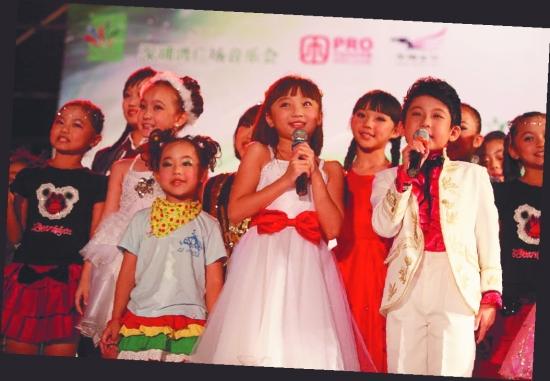 """林妙可 童梦/▲厦门2010SM小童星女孩组冠军陈雅琪参加""""低碳贝贝""""演唱会..."""
