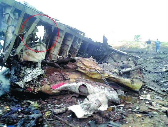 同时,飞机坠毁当晚,乌克兰发布了一段截获的通话录音,录音显示,两